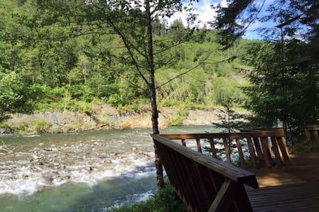 A River Runs Through It - Skykomish - Hus