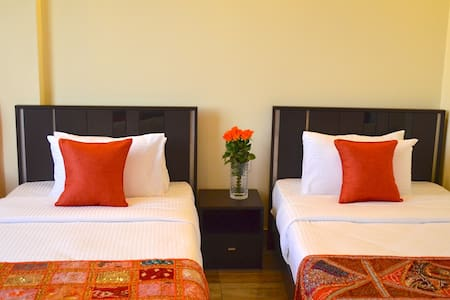 Gigiri Express Hotel Twin Room AC - Bed & Breakfast