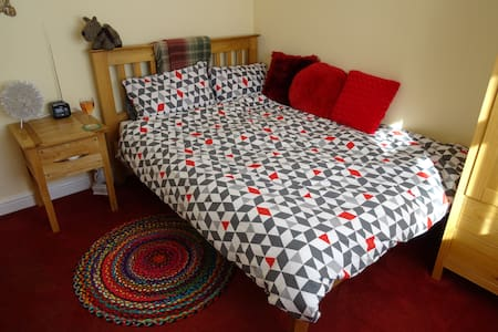 Double Room 3.5m from Leeds CC - Hus