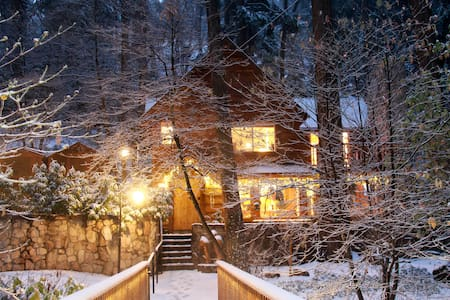 """BURNT MILL CANYON COTTAGE, ROMANTIC, """"JUST FOR 2"""" - Lake Arrowhead - Cottage"""