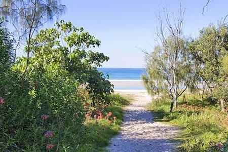 "Relaxed Beach Pad ""Drift 1"" - Rumah"