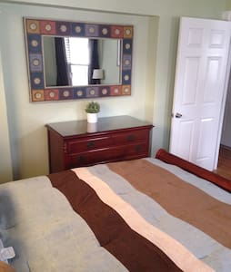 Spacious rooms minutes from Ashmont - Ev