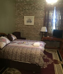 Historic Property Room # 7 - Belle Chasse - Bed & Breakfast