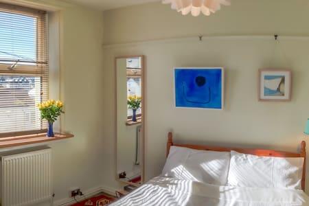Green House Veggie Bed & Breakfast - Bed & Breakfast