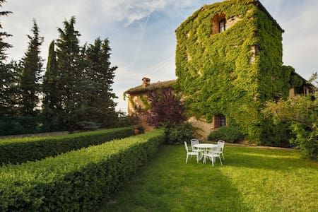 Tuscany 2 Bed Apartment with Pool - Villa