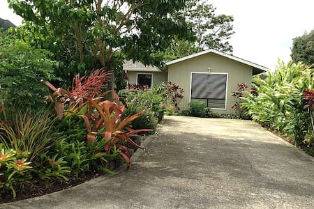 Lokelani Garden Cottage in Wailua