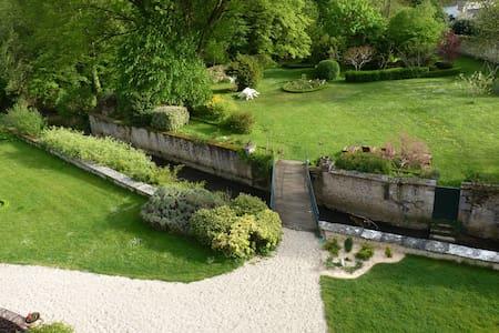 Le Clos Saint Nicolas.frSuite Verte - Château-Renard - Bed & Breakfast