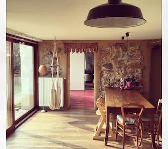 Fermette traditionnelle réaménagée - Chastre - Hus