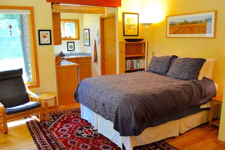 Peaceful studio apt in the redwoods - McKinleyville