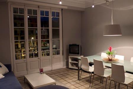 double room in sagrada família, nice, sunny, large - Entire Floor