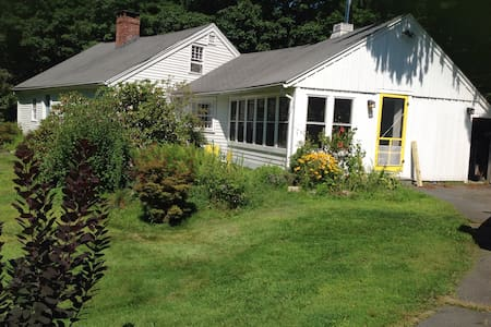 Room in country house near Amherst - Pelham - House