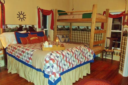 "Lylewood Inn B&B ""No. 7 Room"" - Indian Mound - Bed & Breakfast"