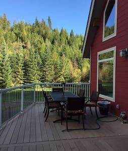 Summer living on Lake Coeur d Alene - Worley - House