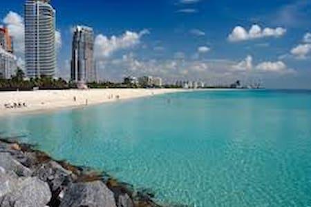 Miami Beach AMAZING !!walk 2 beach