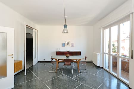 Beautiful, airy, bright and elegant apartment downtown Milan, available for short visits (1-20 nights), extremely well connected, at 10 minutes by direct underground from Expo, walking distance from Fiera Milano City, fully equipped and renewed.