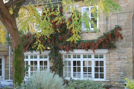 Courtyard Cottage - Kemerton - Casa