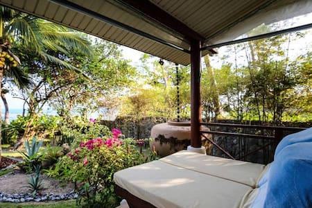2BRM Beautiful Villa with access to pool & garden - Vila