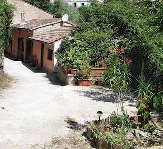 CASETTA INDIPENDENTE A CAPRAROLA - Rumah
