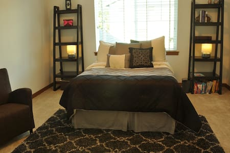 Giant Bedroom in Contemporary House - Lynnwood