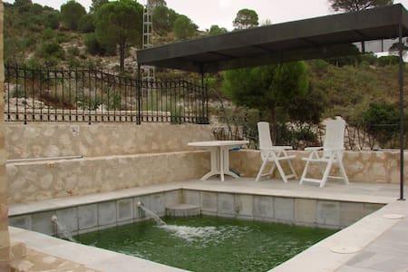 Rafaela House (5 people): 2 rooms, - Osuna