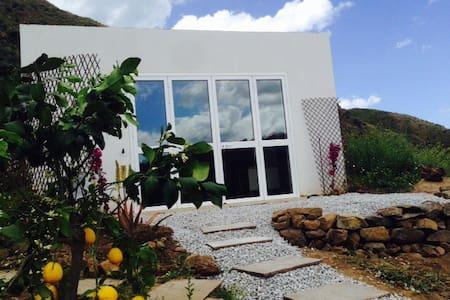 House overlooking stunning valley - Cefalu'