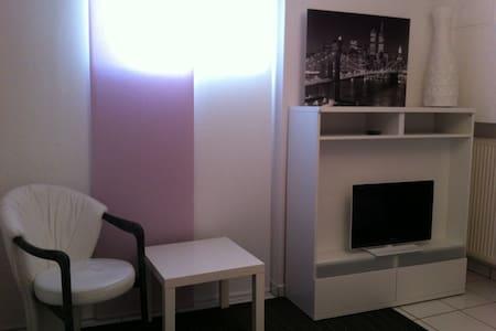 Kleines, modernes, ruhiges Zimmer
