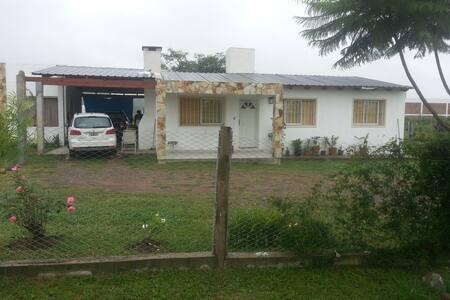 Hermosa casa familiar - Casa