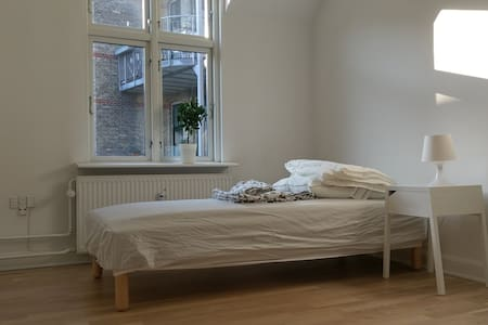 Super central and quiet room in Frederiksberg - Apartment