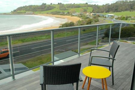 Beachside luxury home ,Penguin - Penguin