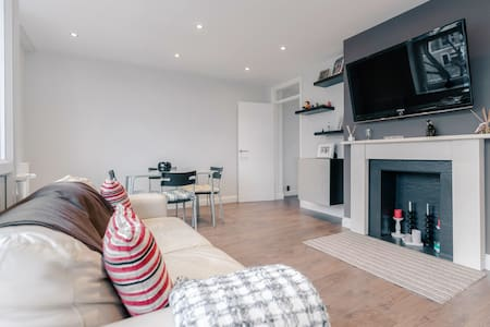 Modern 2 Bedroom Flat in South West London - London - Apartment
