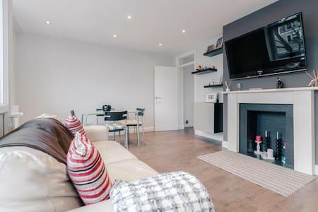 Modern 2 Bedroom Flat in South West London - London - Lakás