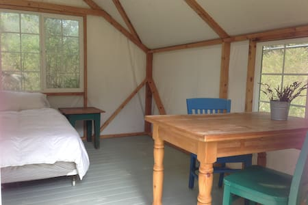 Sweet yurt in pastoral meadow - Yurta