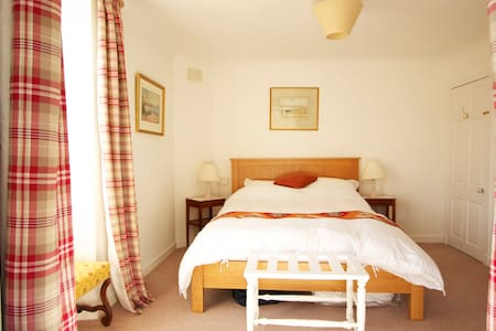 Peaceful & cosy ensuite double room - Kilmartin - House