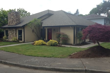 Quiet Beaverton 1 Bdrm/Queen Bed B