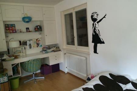 Chambre privée dans appart (avec un enfant) - Apartamento