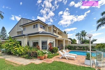 Waterside - Another Luxury Waterfront Home - Hope Island - House