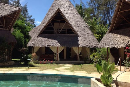 Lovely Distinctive Thatched Cottage - Malindi