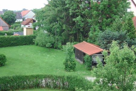 Zimmer in ruhiger und grüner Wohnlage. - Apartament