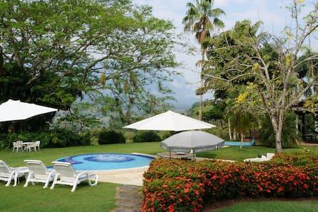 Countryhouse for 12 - La Pintada