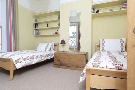 Maha Leela Twin Room - Shanklin - Bed & Breakfast