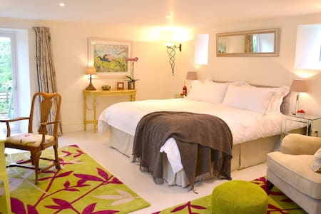 Stylish B&B in The Old Stables - Bed & Breakfast