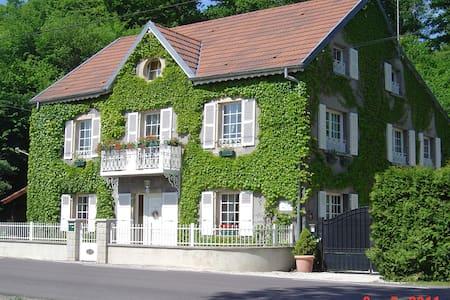 Les Blancs Volets - Gästehaus