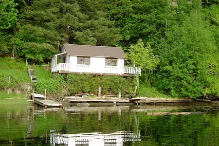Private Waterfront cabin Quadra Is. - Cabin