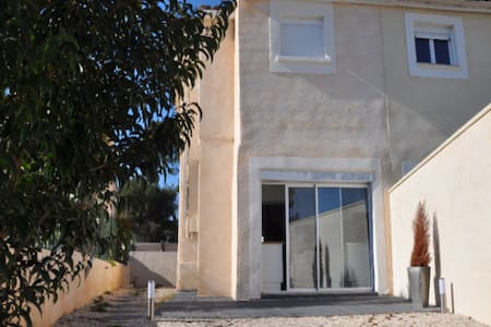 king size room in furnished house - Marseille
