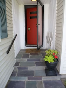 Retro InLaw Suite 5 min from Beach - Middletown - House