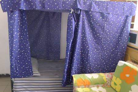 育新地铁站附近的床铺,适合学生与单身人士 - Wohnung
