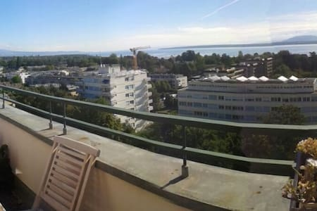 Amazing recent room on rooftop, 3 min from train - Versoix