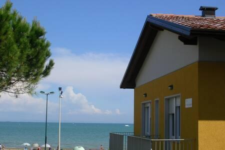 App. 30 metri dal mare - B5 Piano terra WiFi free - Apartment
