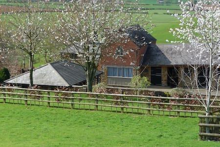 Grooms Cottage, Grimscote,Towcester - Casa