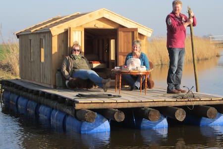 Vlot de Mini-Kon-Tiki - Boat